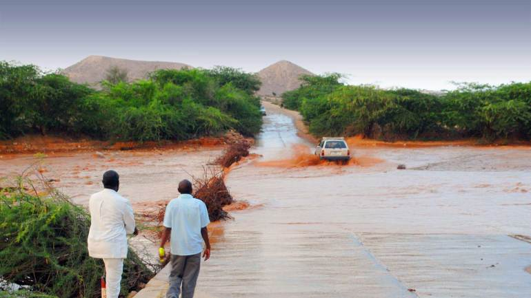 Vehicles-passing-through-the-Hargeisa-Berbera-highway-after-the-rain