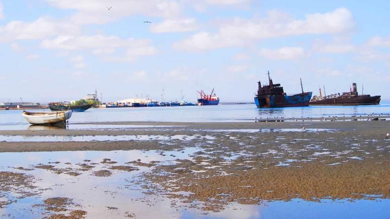 Wreckage-of-burned-ships-at-Berbera-port,-Somaliland