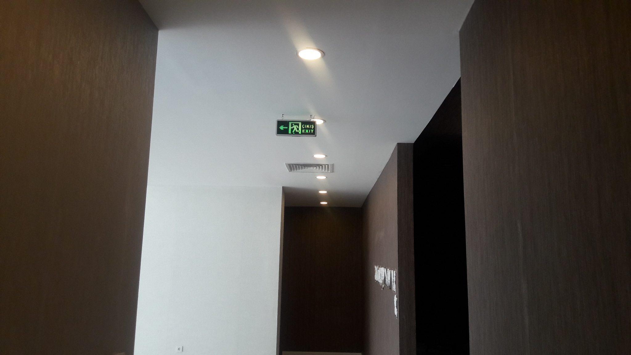 Ana koridor tavan ve duvar