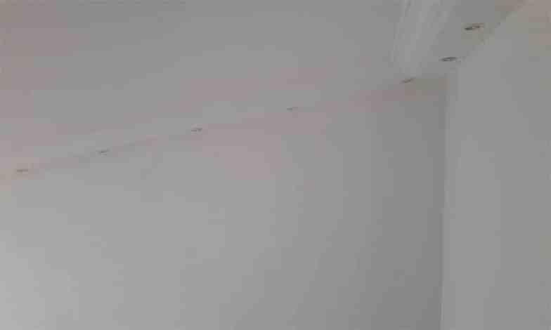 Salon tavanında bulunan asma tavanın yerine led aydınlatmalı tavan yapılacak.