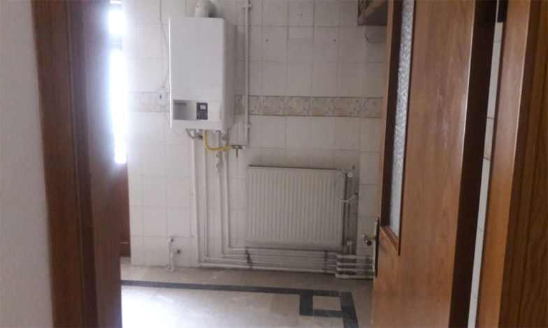 Mutfakta yapılı bulunan kombi sökülecek ve yerine yeni kombi balkona takılacak.