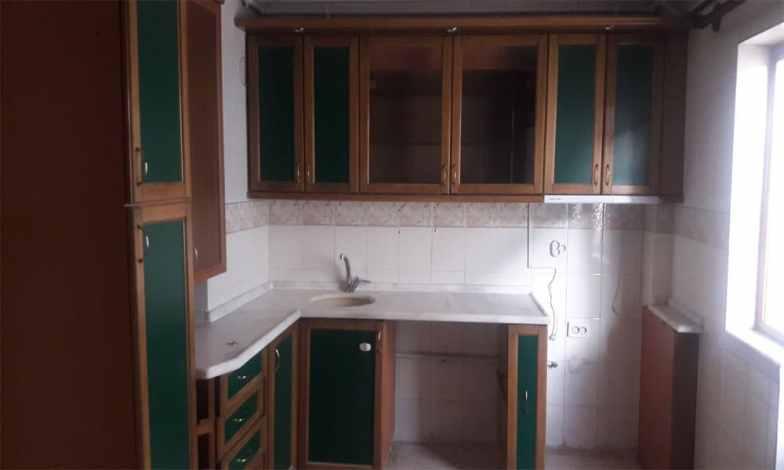 Bu mutfak dolapları sökülecek ve yerine yeni mutfak dolapları yapılacak.