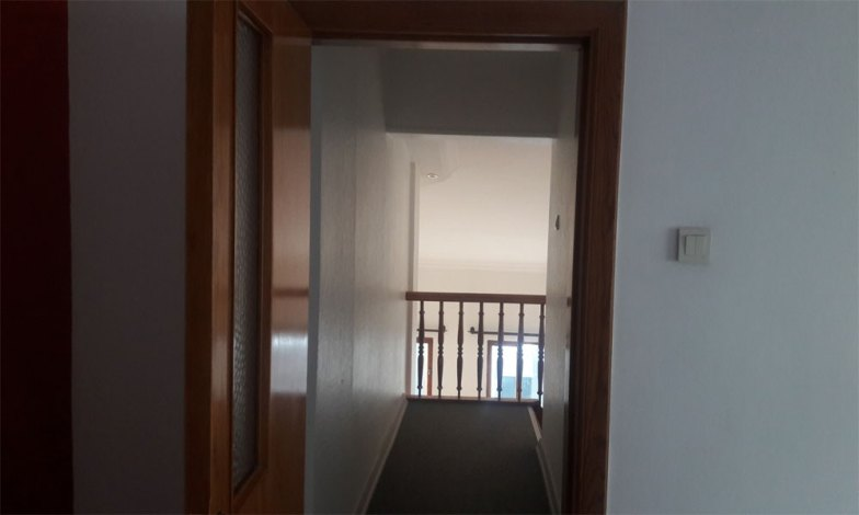 Üst kat koridor zeminlerindeki halılar kaldırılacak ve laminat parke yapılacak.