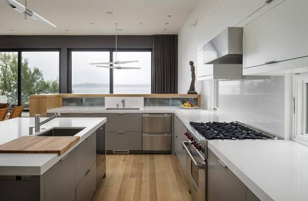 Large kitchen in a modern style