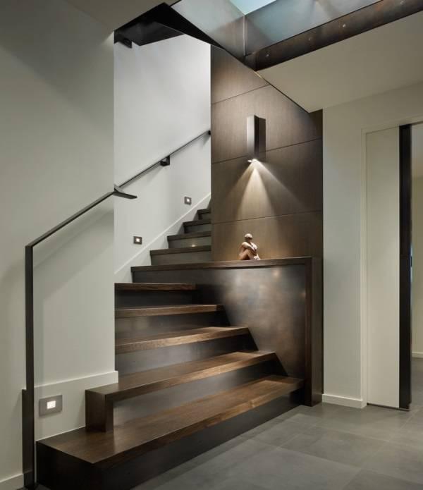 Çarpıcı merdiven aydınlatması için fikir