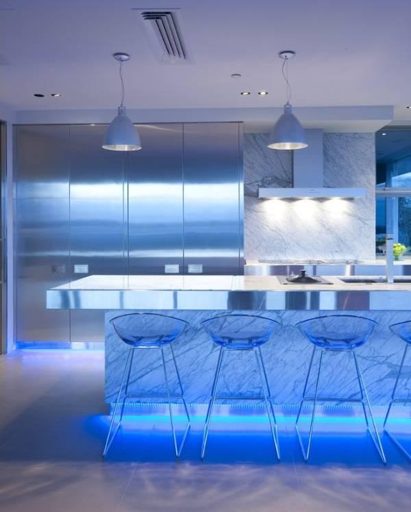 Mutfak tasarımı: mobilyaların aşağıdan led aydınlatması