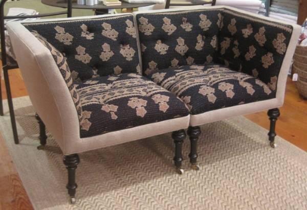 Döşemeli mobilya - iki köşe koltuktan bir kanepe fotoğrafı