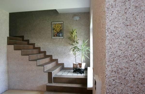 Sıvı duvar kağıdı - özel bir evde iç giriş holü fotoğrafı