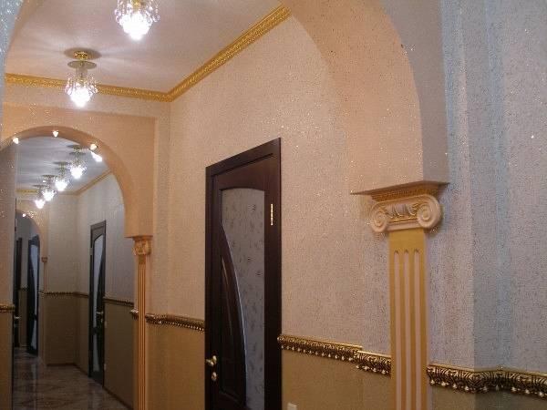 Koridorda birleşik sıvı duvar kağıdı - fotoğraf