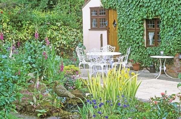 ландшафтный дизайн двора в частном доме 6