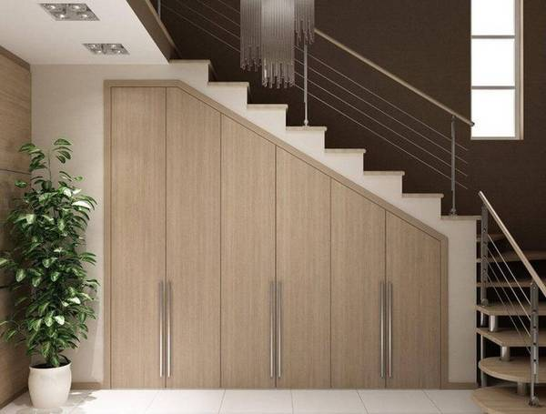 özel bir evde merdivenlerin altında gardırop fotoğrafı, fotoğraf 9