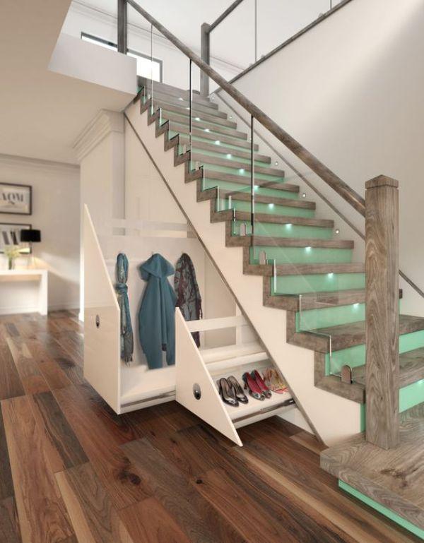 merdivenlerin altında sürgülü dolap