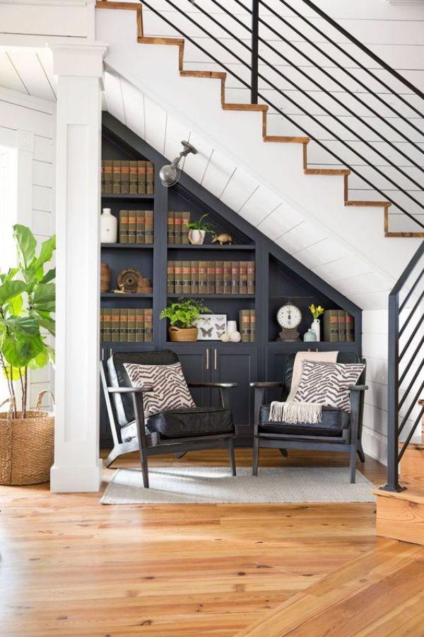 Merdivenlerin altında dolap tasarımı