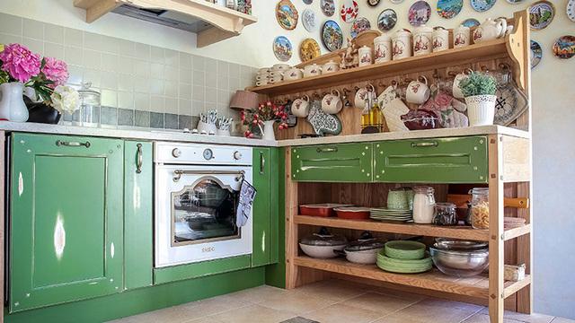 Provence tarzında küçük bir mutfak dekoru