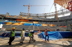 """FIFA vraagt Qatar om slaven niet onder het veld te begraven: """"Slecht voor de grasmat"""""""