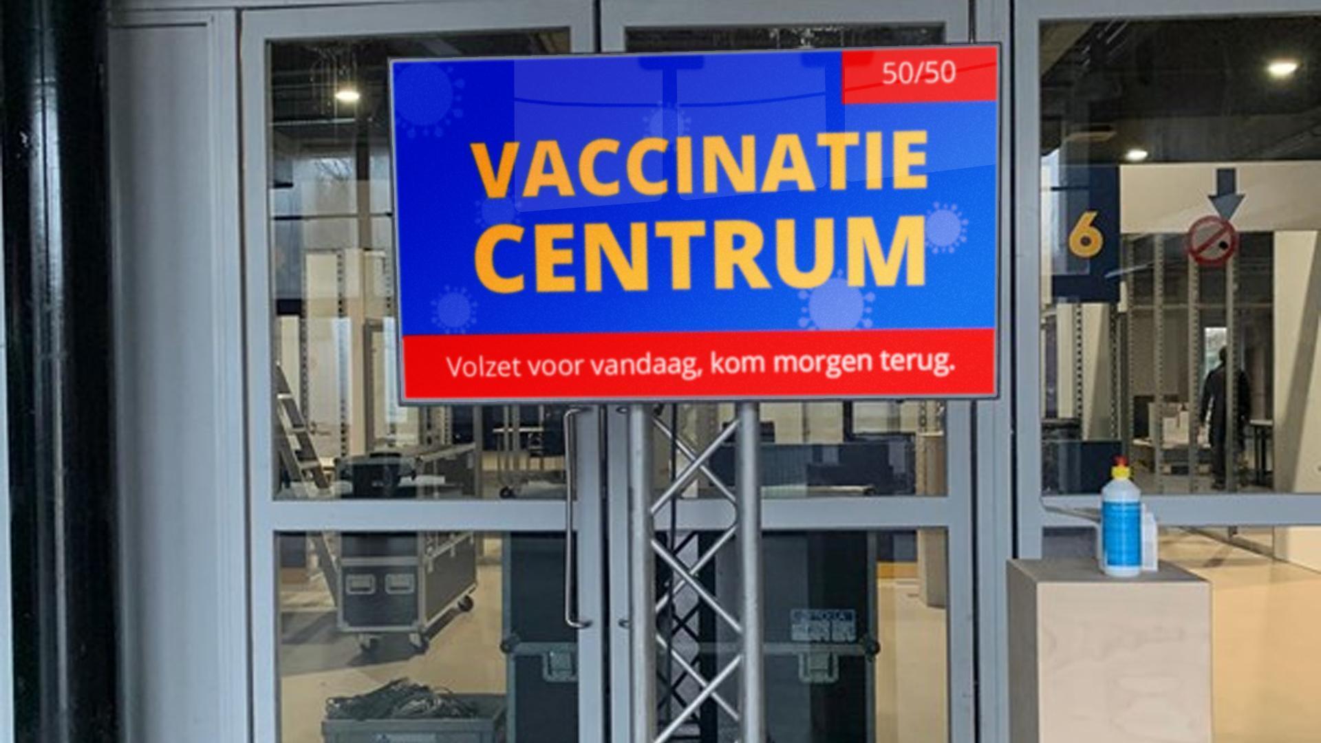Max 50 bezoekers in het vaccinatiecentrum