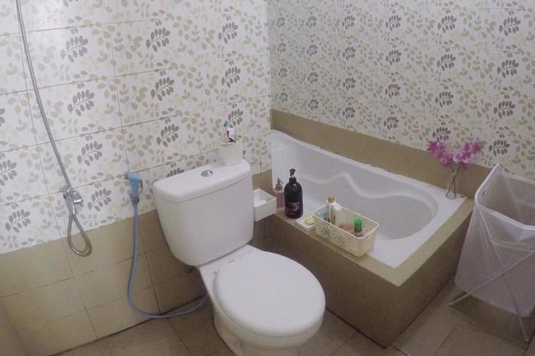 Wallpaper kamar mandi minimalis