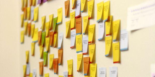 Yuks Buat Dekorasi Meja Kerja Biar Tambah Semangat Bekerja - Sticky Notes