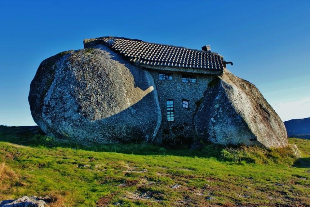 Rumah Unik Batu