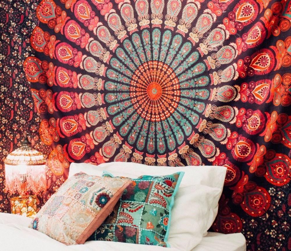 Mandala Tapestry Menggantikan Poster Sebagai Dekorasi Kamar