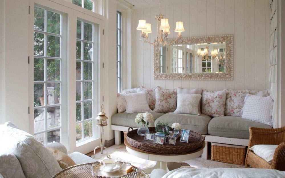 Rumah Kecil Sederhana dengan Lampu Ala Victorian