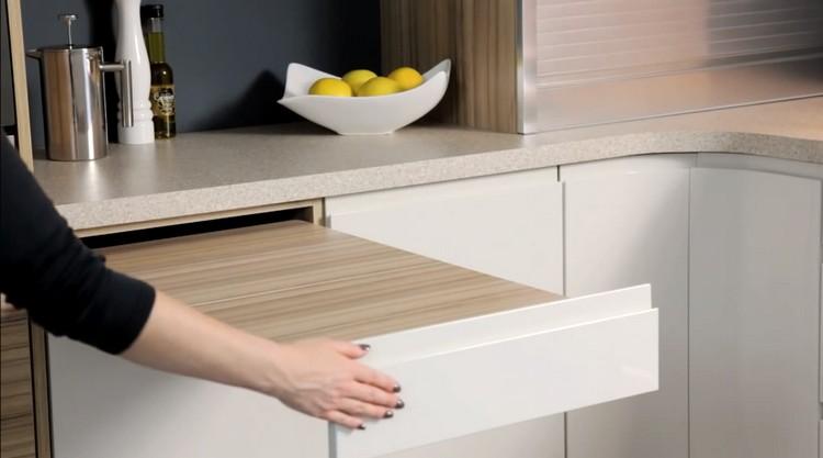 Manfaatkan Furnitur Tersembunyi pada Desain Dapur Kecil