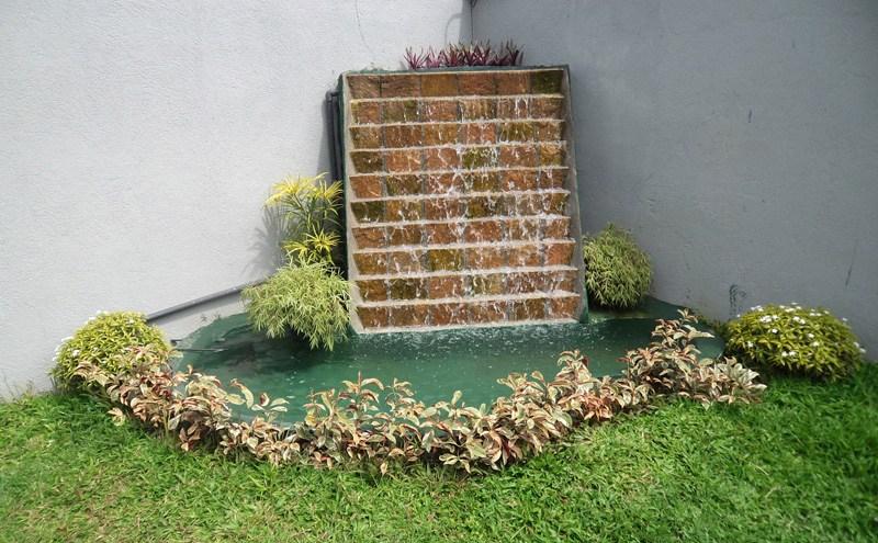 Dinding Air Terjun Taman Depan Rumah