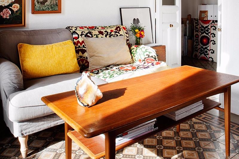 Ruang Tamu Vintage Sofa Bermotif