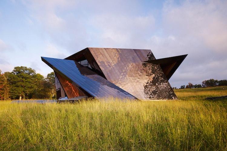 Desain rumah unik geometris dengan sudut tidak beraturan