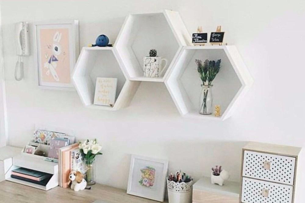 rak dinding minimalis berbentuk heksagon