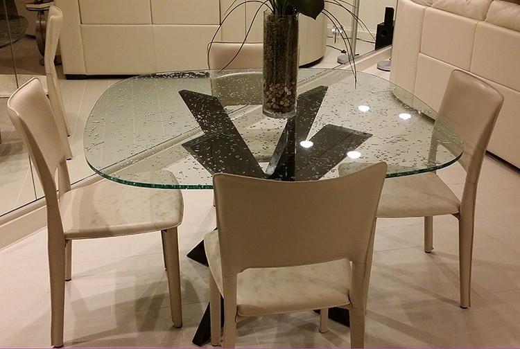 Meja makan minimalis kaca