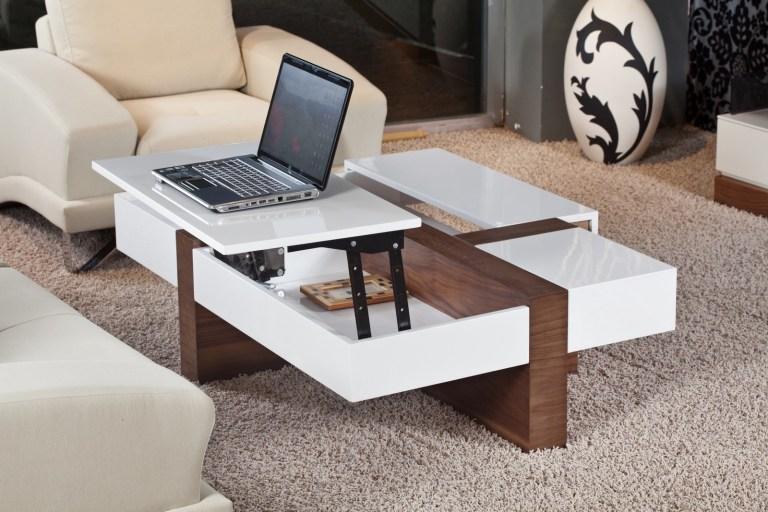 ruang tamu kecil dengan coffee table yang bisa diangkat menjadi meja kerja