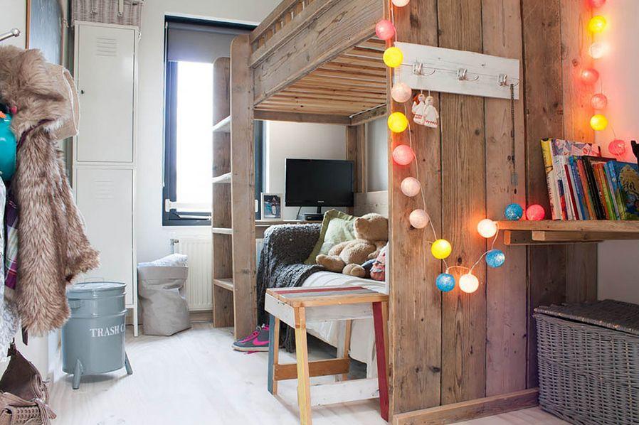 Gantung -lampu-Tumblr-di-rak-dinding-kamar