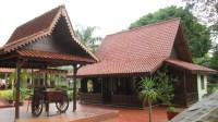 Tulislah Tiga Cinderamata Khas Jakarta Selain Maket Rumah Adat Betawi