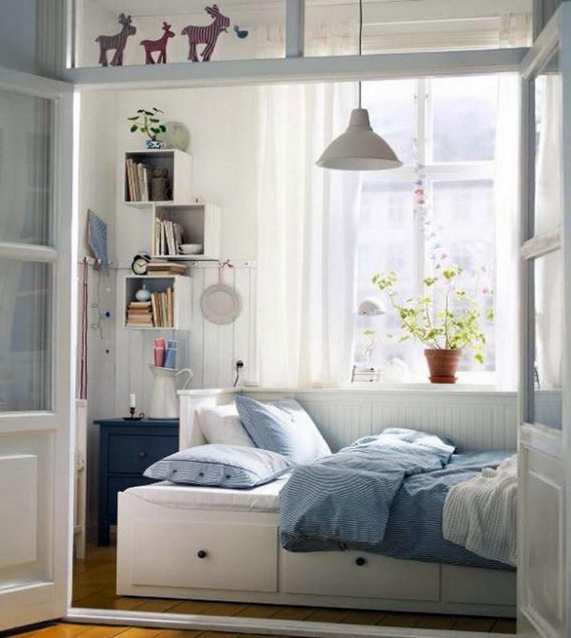 Cara menghias kamar tidur yang sempit memakai warna cerah