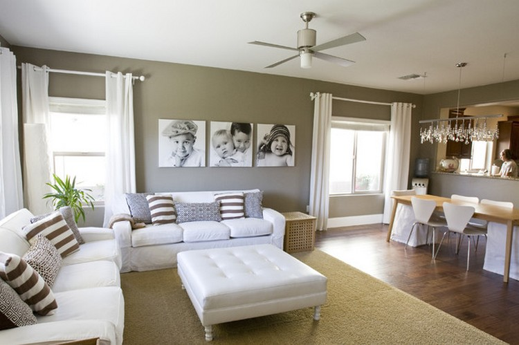Ruang keluarga menyatu dengan ruang makan minimalis yang dibatasi karpet