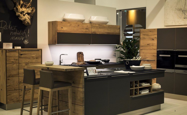 Meja bar minimalis yang menyatu dengan kitchen island