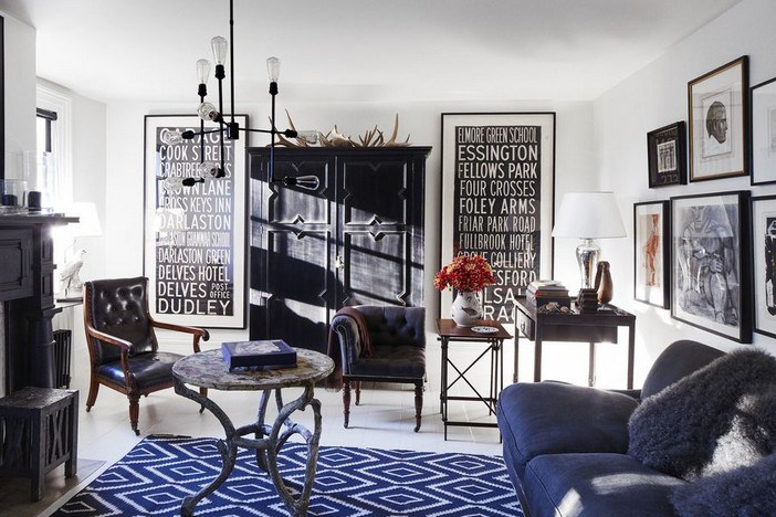 Interior ruang keluarga yang digabungkan dengan ruang kerja