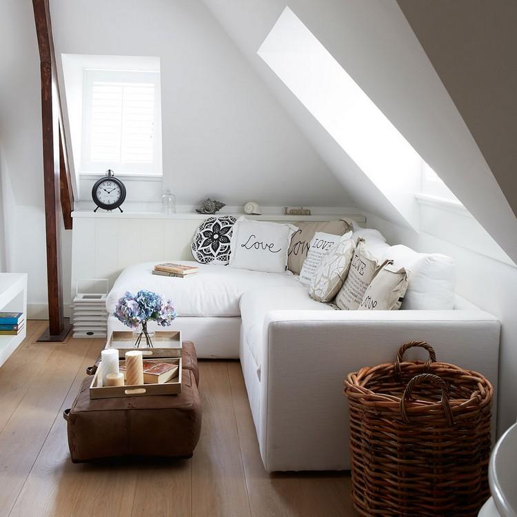 Interior ruang keluarga di loteng