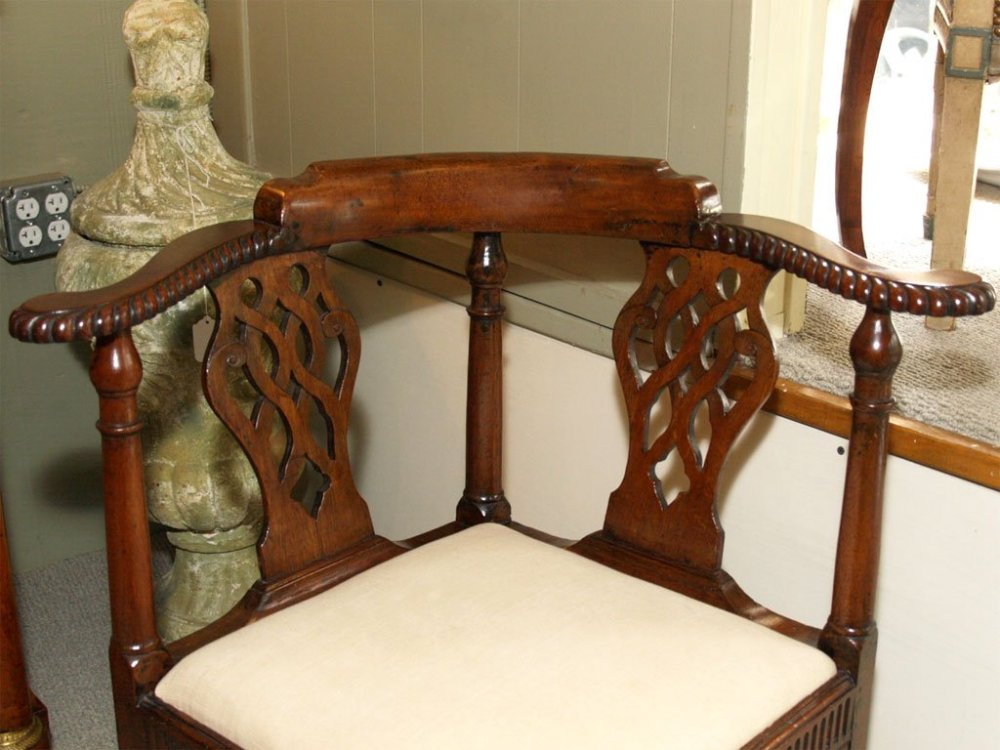 Kursi Antik Corner Chair