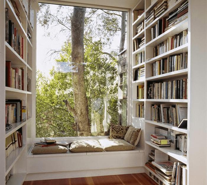 Ruang santai perpustakaan mini