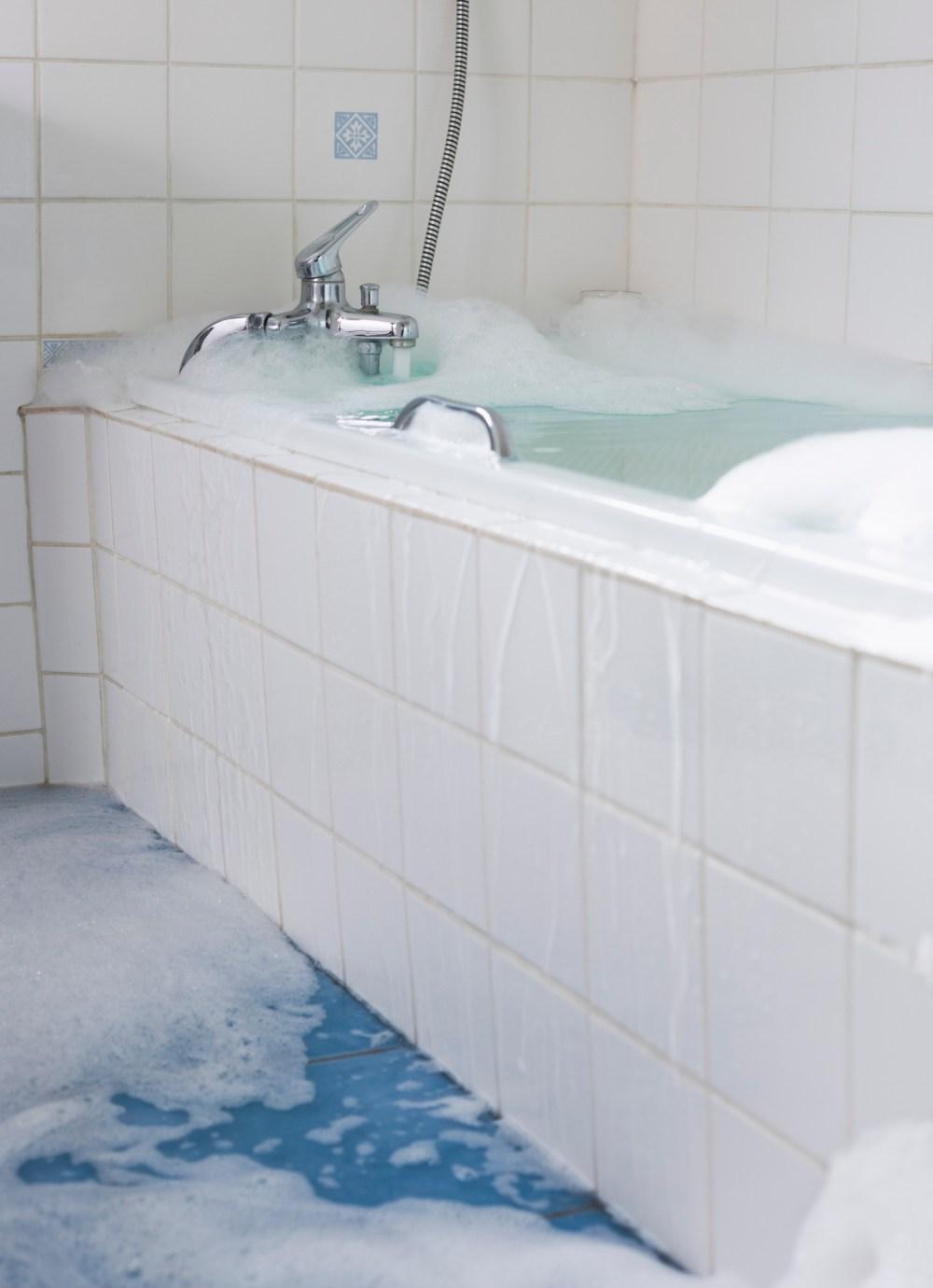 bak mandi bocor rembesan air