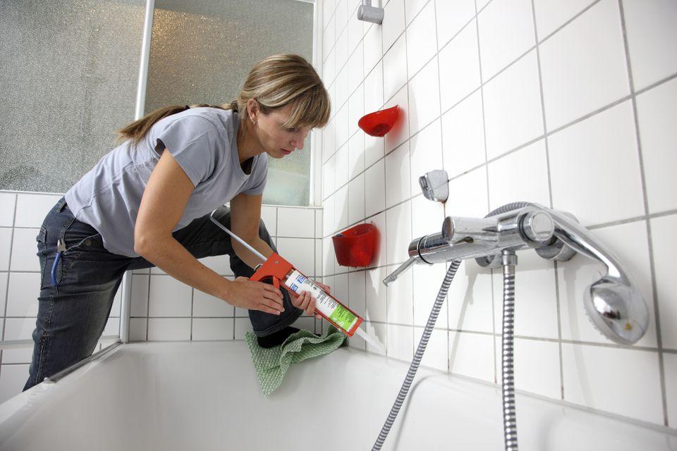 memperbaiki bak mandi bocor