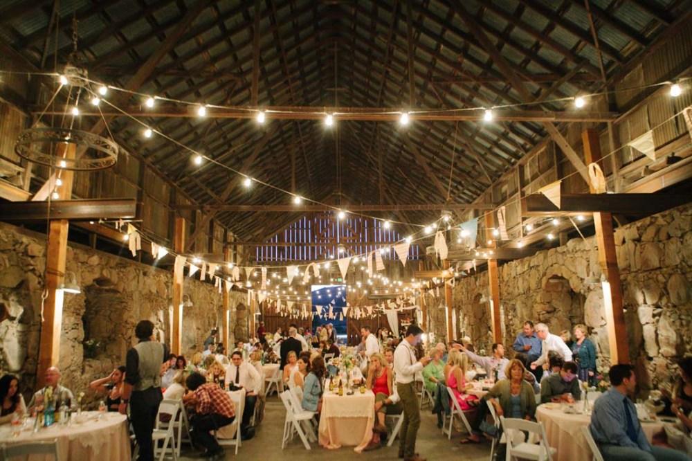 Dekorasi Pernikahan di Gudang