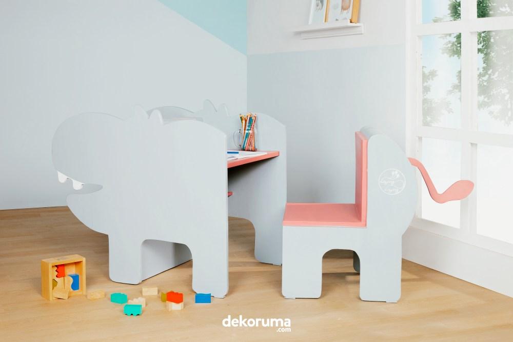 Ruang Belajar Dengan Furnitur Atraktif
