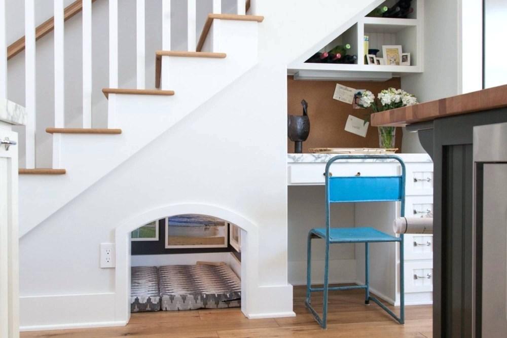 Lemari bawah tangga untuk tempat tidur peliharaan