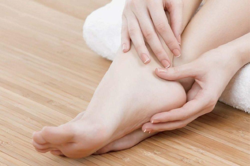 Kapur barus untuk kulit kaki yang kering
