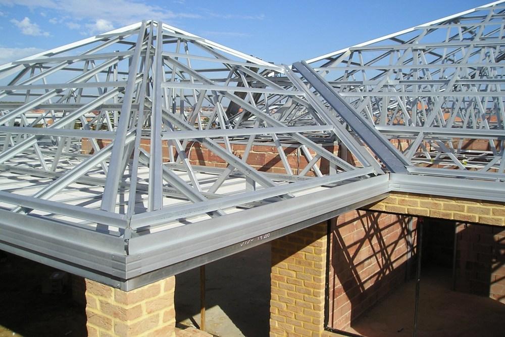 Rangka atap baja ringan memiliki kekuatan tegangan tarik yang tinggi