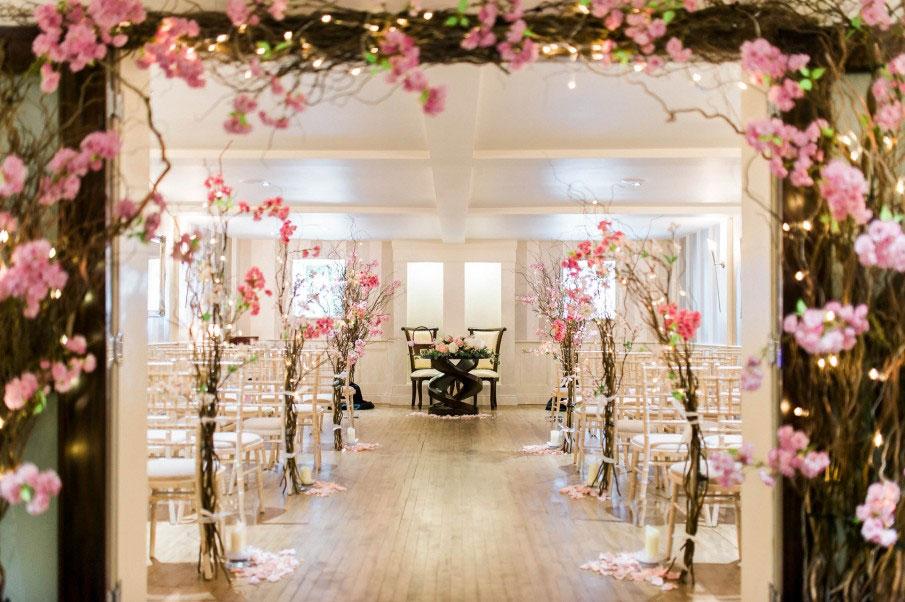Dekorasi Pelaminan dengan Bunga Sakura