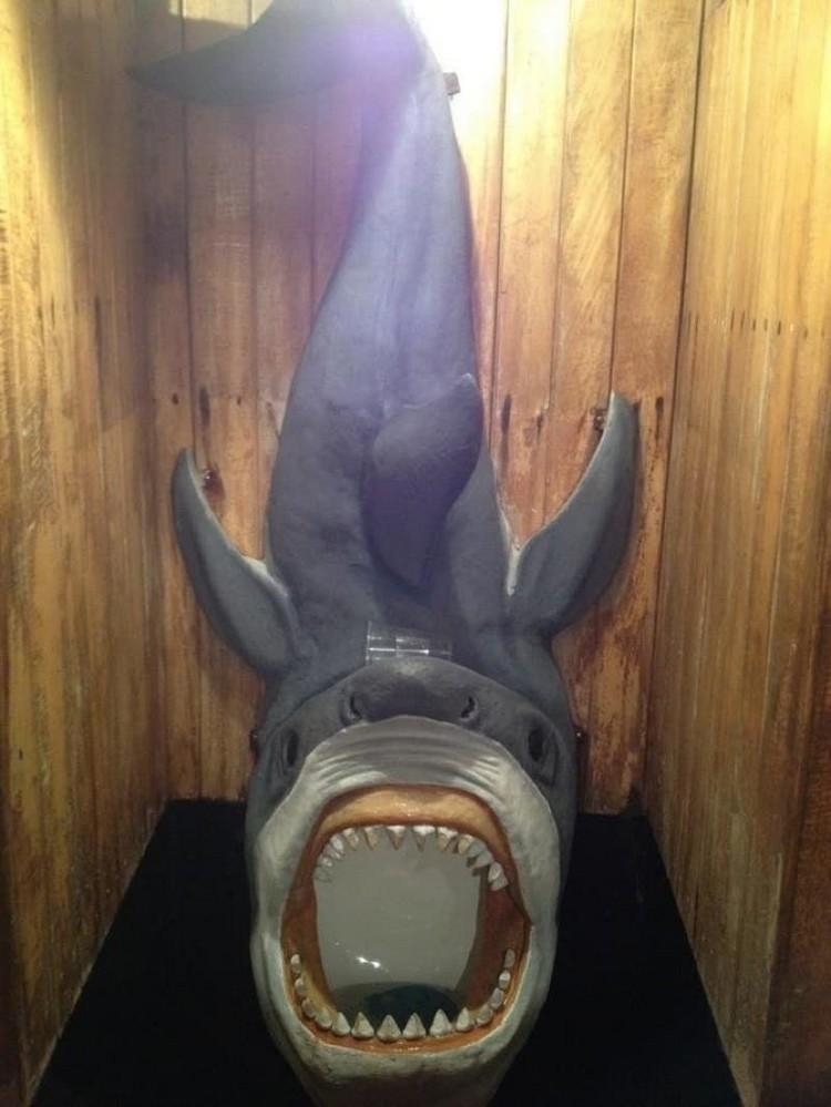 Desain kloset berbentuk ikan hiu